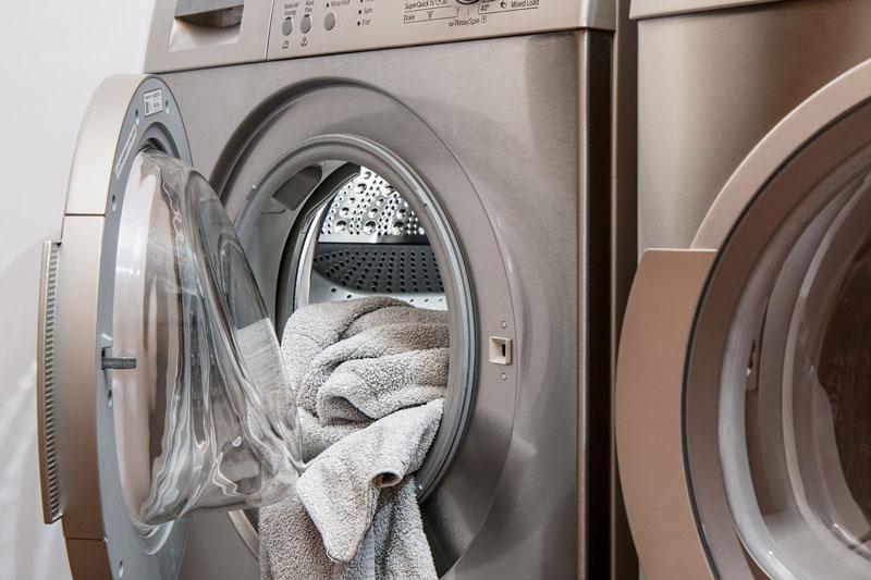 cómo lavar ropa de trabajo